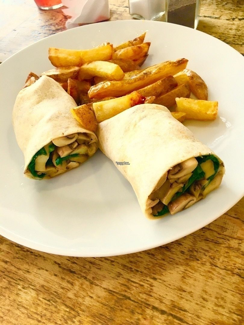 "Photo of Queens  by <a href=""/members/profile/Libra77"">Libra77</a> <br/>Mushroom and spinach wrap with chips <br/> September 30, 2016  - <a href='/contact/abuse/image/79392/178844'>Report</a>"
