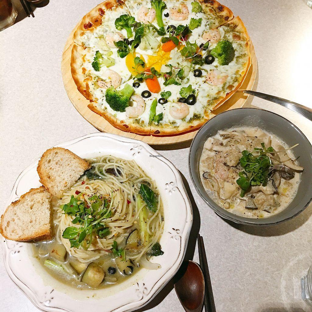 "Photo of Slunch Factory - 슬런치 팩토리  by <a href=""/members/profile/aprilri"">aprilri</a> <br/>perilla mushroom rice bowl (the grey bowl dish) is really good <br/> June 28, 2017  - <a href='/contact/abuse/image/79405/274439'>Report</a>"
