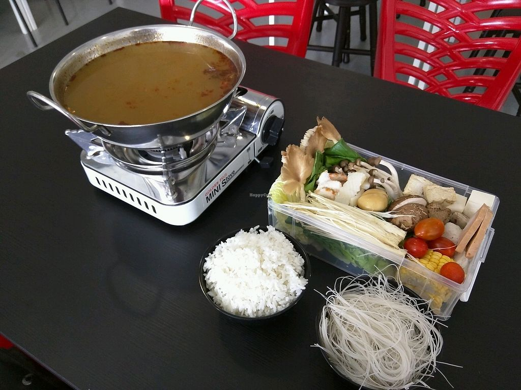 "Photo of Yisu Steamboat House  by <a href=""/members/profile/Summer_Tan"">Summer_Tan</a> <br/>Couple Steamboat Set (Tomyam Soup) - RM21.90 Looks little, but in fact, it was a good and satisfying portion. Soup is ok, and they do refill it (once only). Price could be a bit lower <br/> February 3, 2018  - <a href='/contact/abuse/image/79467/354287'>Report</a>"