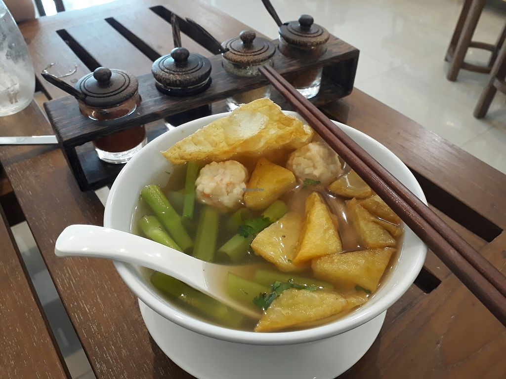 "Photo of Origi  by <a href=""/members/profile/Vasukrub"">Vasukrub</a> <br/>Yen ta fo, noodle soup with mock meatball and tofu <br/> July 22, 2017  - <a href='/contact/abuse/image/79473/283111'>Report</a>"