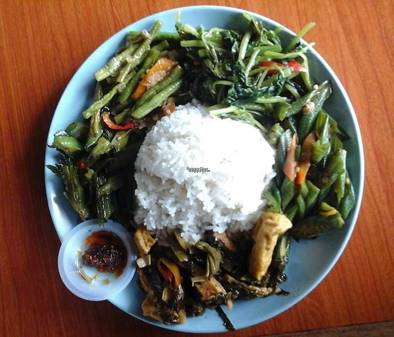 "Photo of Suria Food Court - Vegetarian Food    by <a href=""/members/profile/junya"">junya</a> <br/>Economic rice <br/> September 11, 2016  - <a href='/contact/abuse/image/79740/175060'>Report</a>"