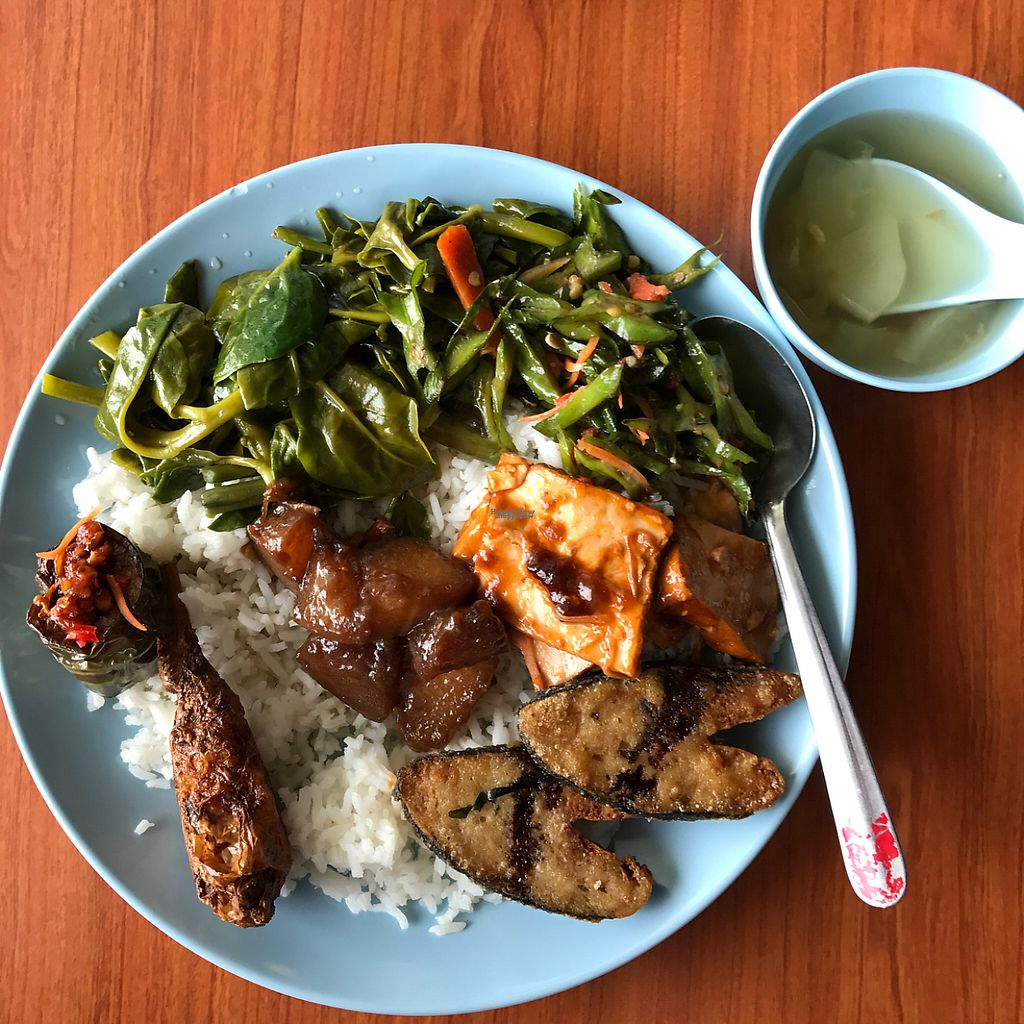 "Photo of Suria Food Court - Vegetarian Food    by <a href=""/members/profile/earthville"">earthville</a> <br/>yum  <br/> February 4, 2017  - <a href='/contact/abuse/image/79740/221948'>Report</a>"