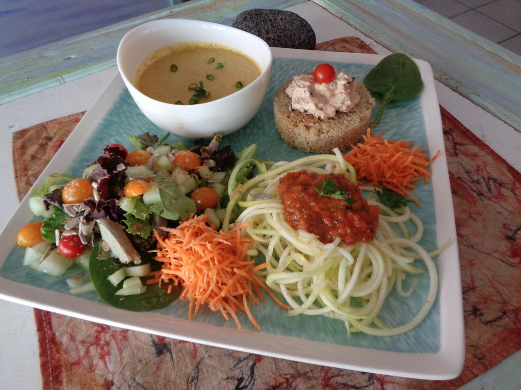 """Photo of CLOSED: Le J'Am Cafe  by <a href=""""/members/profile/Mihi-miti"""">Mihi-miti</a> <br/>Veggie plate <br/> September 9, 2016  - <a href='/contact/abuse/image/79879/174679'>Report</a>"""