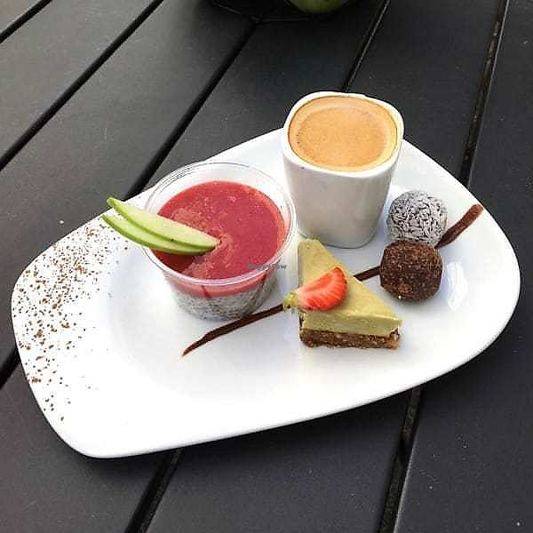 """Photo of rawcoco  by <a href=""""/members/profile/rawcoco"""">rawcoco</a> <br/>café groumand aux mignardises maison. prix : 5,90€ <br/> March 27, 2018  - <a href='/contact/abuse/image/79898/376762'>Report</a>"""