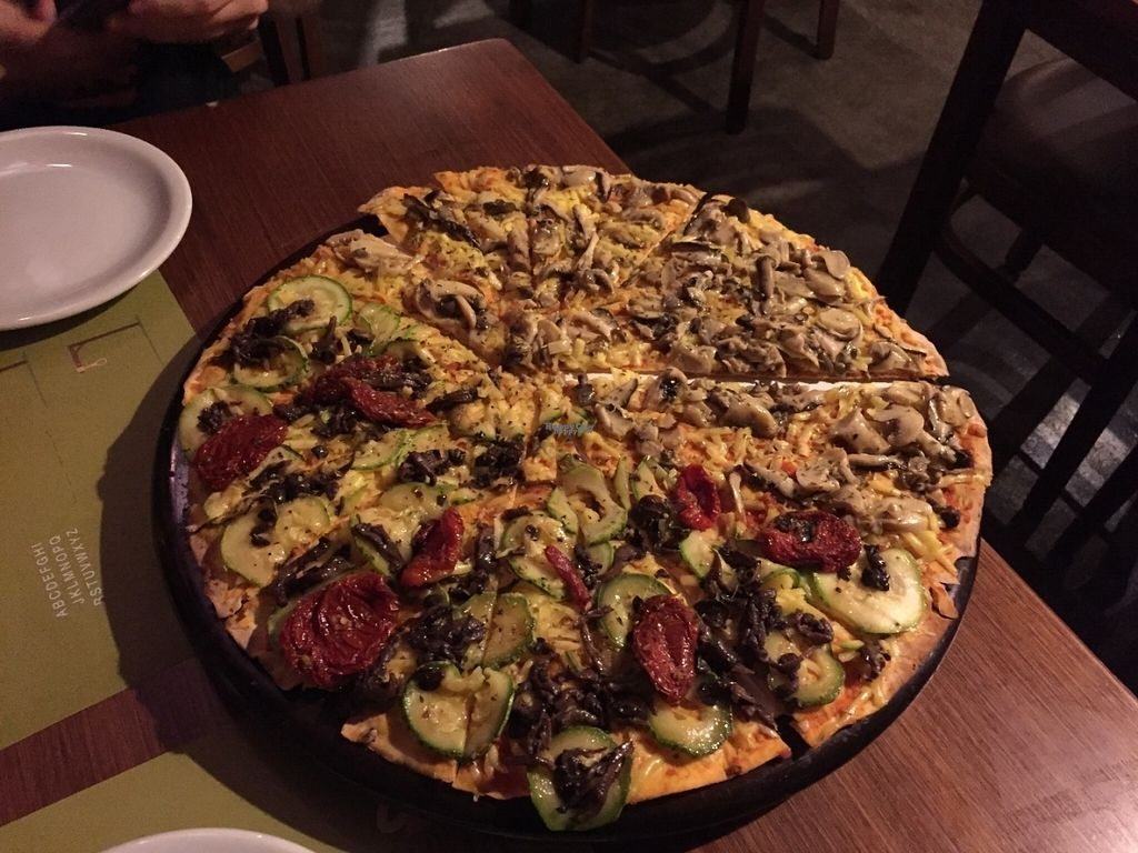 "Photo of Villa Roma Pizzaria - Tatuape  by <a href=""/members/profile/Paolla"">Paolla</a> <br/>Vegan pizza <br/> September 13, 2016  - <a href='/contact/abuse/image/80032/175495'>Report</a>"