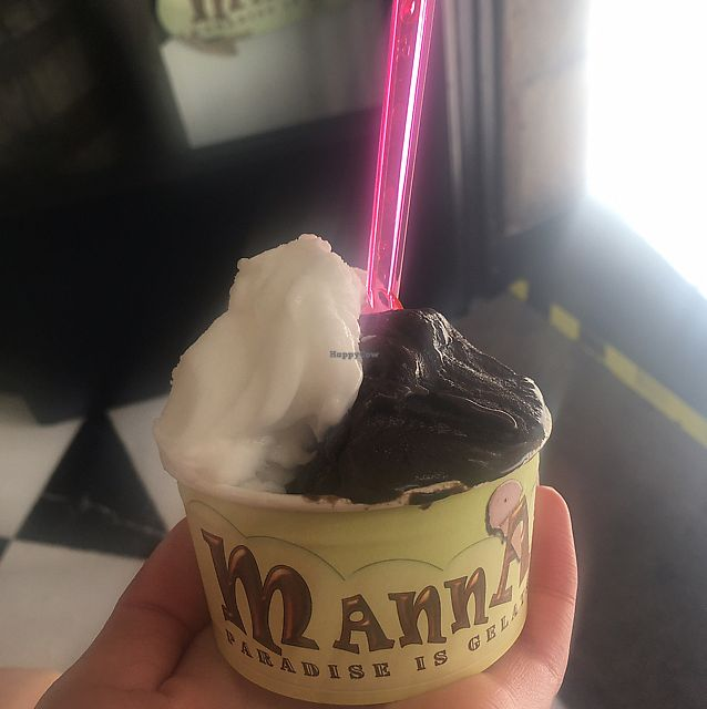 "Photo of Manna Gelats  by <a href=""/members/profile/Tonivegan"">Tonivegan</a> <br/>lemon and dark chocolate  <br/> June 12, 2017  - <a href='/contact/abuse/image/80072/268508'>Report</a>"
