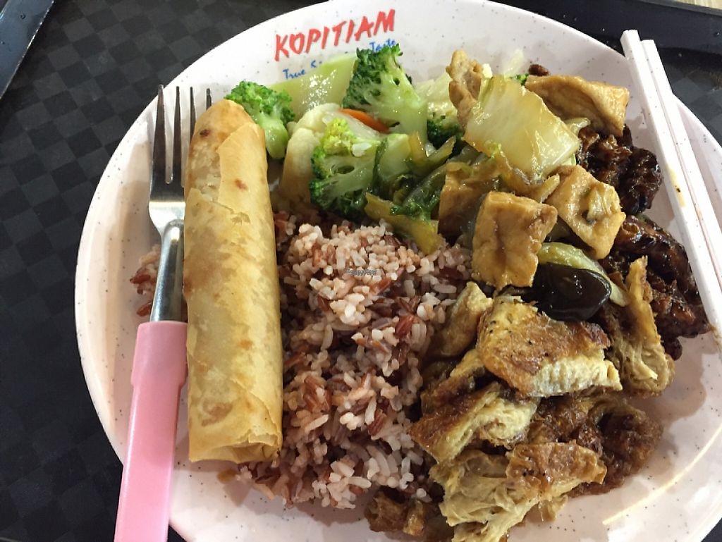 """Photo of Sumanyuan - Plaza Singapura  by <a href=""""/members/profile/SusanRoberts"""">SusanRoberts</a> <br/>food selections <br/> December 12, 2016  - <a href='/contact/abuse/image/80165/200136'>Report</a>"""