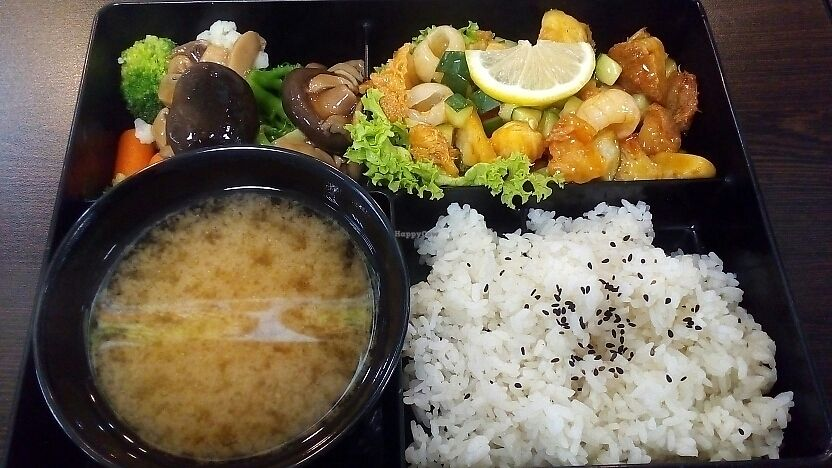 """Photo of CLOSED: Vegandeli  by <a href=""""/members/profile/RunChay"""">RunChay</a> <br/>Lemon Chicken Bento <br/> August 29, 2017  - <a href='/contact/abuse/image/80167/298507'>Report</a>"""