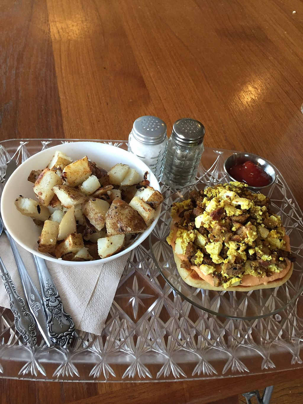 "Photo of The Breakfast Club  by <a href=""/members/profile/alexis17"">alexis17</a> <br/>egg, sausage, & queso pizza with breakfast potatoes on the side  <br/> September 13, 2017  - <a href='/contact/abuse/image/80253/303872'>Report</a>"