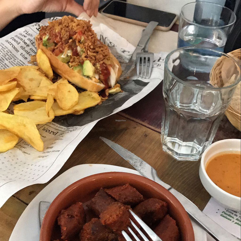 "Photo of El Perro Gamberro  by <a href=""/members/profile/KarinaKapina"">KarinaKapina</a> <br/>Amazing Hotdog and tofu sausages <br/> June 6, 2017  - <a href='/contact/abuse/image/80267/266353'>Report</a>"