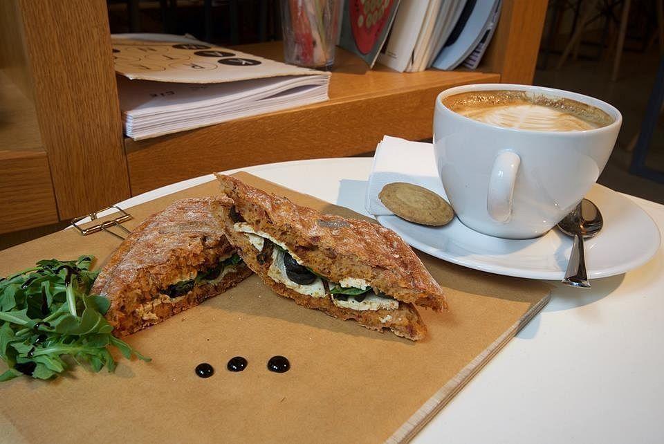 "Photo of Kreatywna Cafe  by <a href=""/members/profile/RoslinnieJemy"">RoslinnieJemy</a> <br/>tofu sandwich <br/> September 23, 2016  - <a href='/contact/abuse/image/80372/177547'>Report</a>"