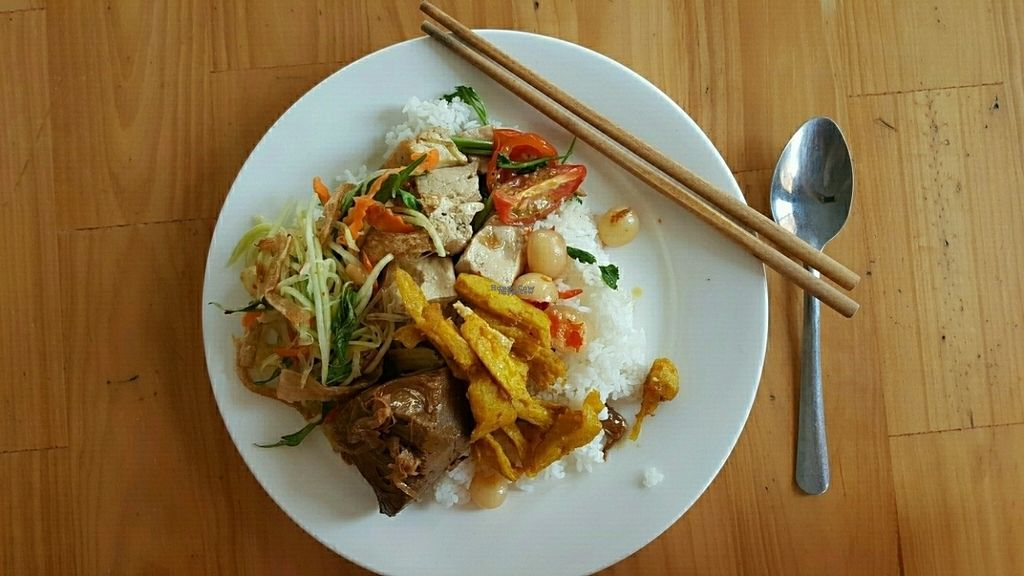 "Photo of Bo De Tinh Tam  by <a href=""/members/profile/Refinnej"">Refinnej</a> <br/>Rice buffet with side soup <br/> September 21, 2016  - <a href='/contact/abuse/image/80434/177173'>Report</a>"