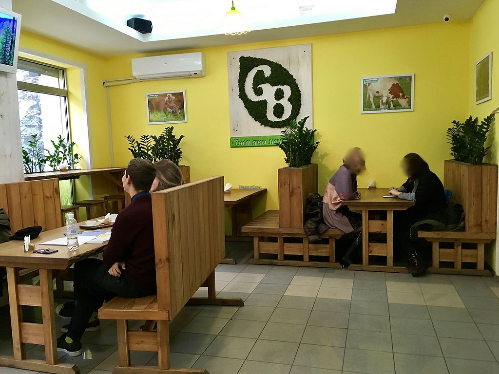 """Photo of CLOSED: GreenBurg   by <a href=""""/members/profile/tcascade"""">tcascade</a> <br/>GreenBurg Interior <br/> November 17, 2016  - <a href='/contact/abuse/image/80468/191285'>Report</a>"""