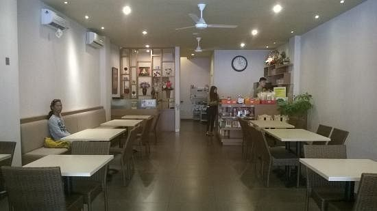 """Photo of Nature Vegetarian Restaurant  by <a href=""""/members/profile/Iv%C3%A1nVila"""">IvánVila</a> <br/>Inside <br/> October 23, 2016  - <a href='/contact/abuse/image/80764/183838'>Report</a>"""