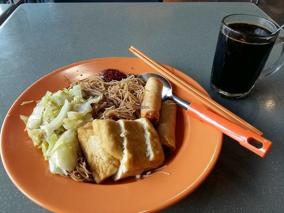"""Photo of Yi Su Zhi Jia  by <a href=""""/members/profile/JimmySeah"""">JimmySeah</a> <br/>economic vermicelli with bean curd, cabbage and fried spring roll.  <br/> October 2, 2016  - <a href='/contact/abuse/image/80857/179241'>Report</a>"""