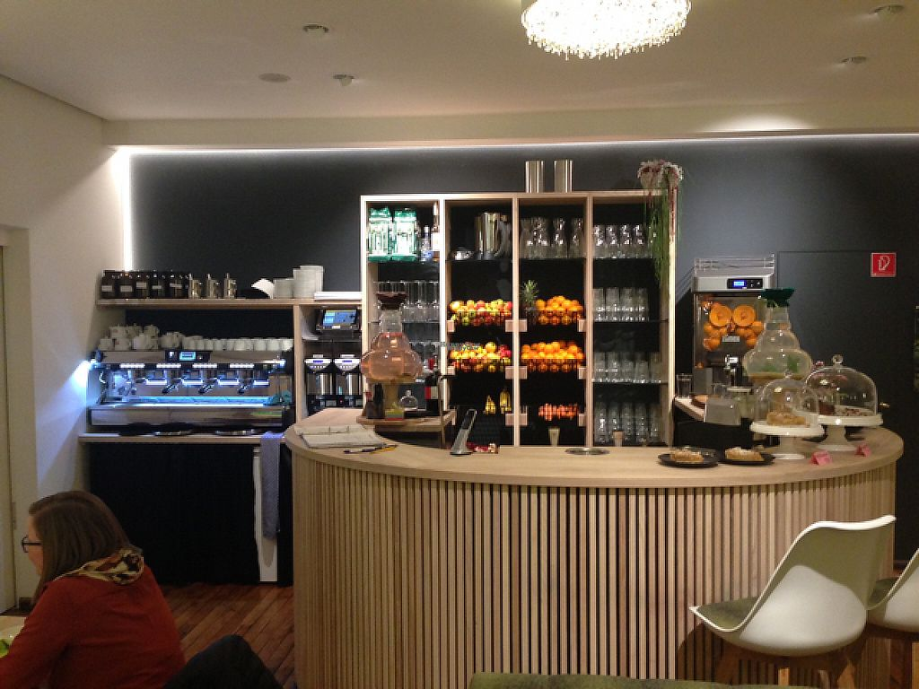 """Photo of CLOSED: Die Leckerei  by <a href=""""/members/profile/SirBuster33"""">SirBuster33</a> <br/>Smoothie bar (and kitchen to the left) <br/> December 8, 2016  - <a href='/contact/abuse/image/80897/198395'>Report</a>"""