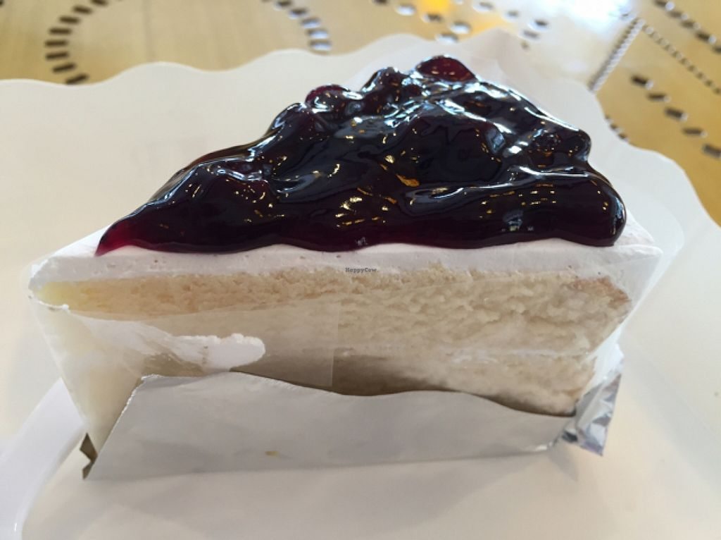 "Photo of Ur Station  by <a href=""/members/profile/Jrosworld"">Jrosworld</a> <br/>Blueberry cake, 60 baht <br/> October 16, 2015  - <a href='/contact/abuse/image/8091/121441'>Report</a>"