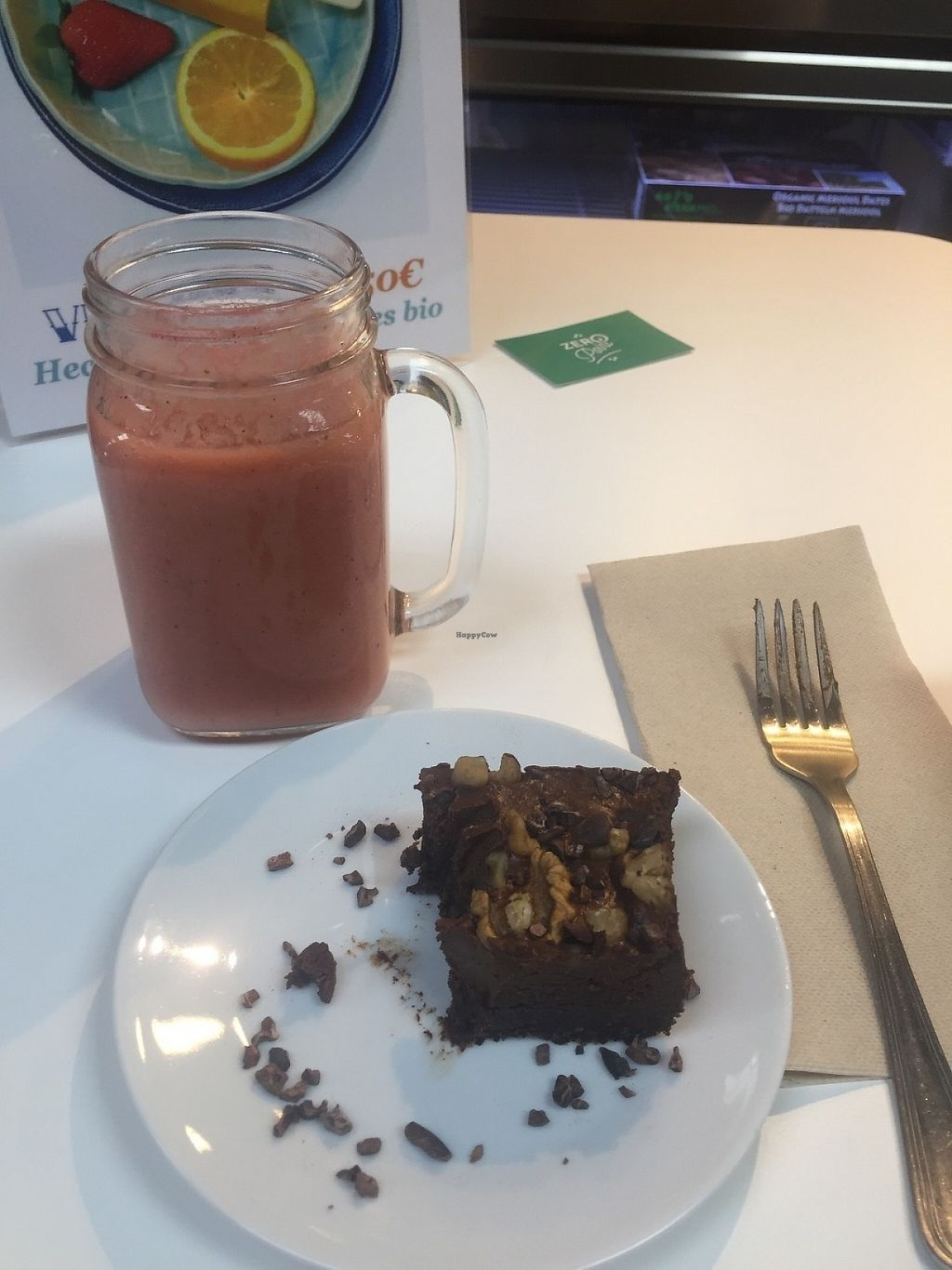 """Photo of Urban Orchard  by <a href=""""/members/profile/RosyLou"""">RosyLou</a> <br/>Kiwi, pineapple and strawberry smoothie and raw chocolate brownie! <br/> May 27, 2017  - <a href='/contact/abuse/image/80967/263153'>Report</a>"""