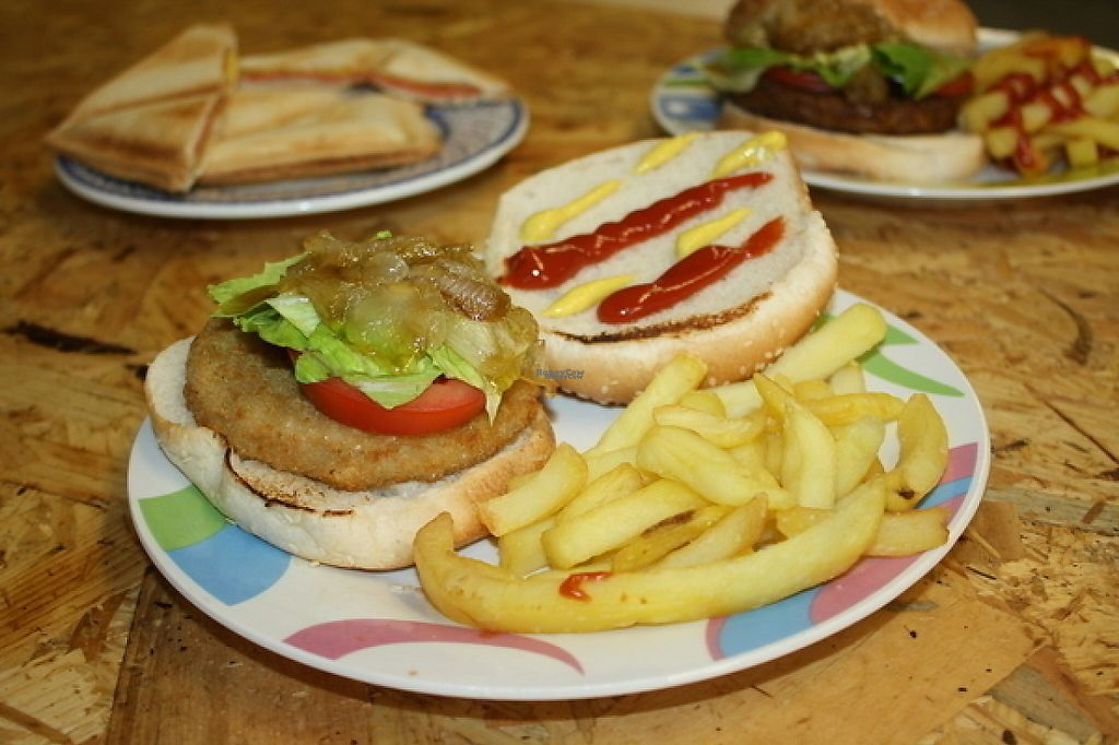 """Photo of CLOSED: Vegimaclet  by <a href=""""/members/profile/MarioVegano"""">MarioVegano</a> <br/>Traditional Hamburger, sandwich mixto <br/> December 2, 2016  - <a href='/contact/abuse/image/81222/196637'>Report</a>"""