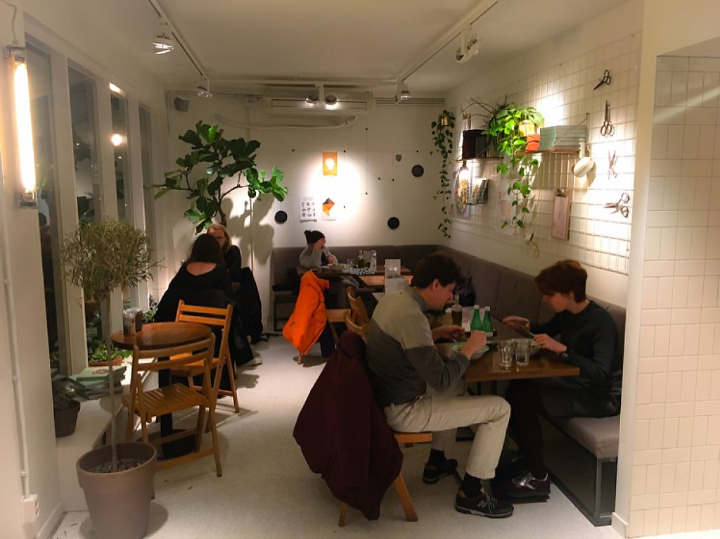 """Photo of SLA  by <a href=""""/members/profile/leont"""">leont</a> <br/>Cosy corner with tables <br/> January 10, 2017  - <a href='/contact/abuse/image/81300/210304'>Report</a>"""