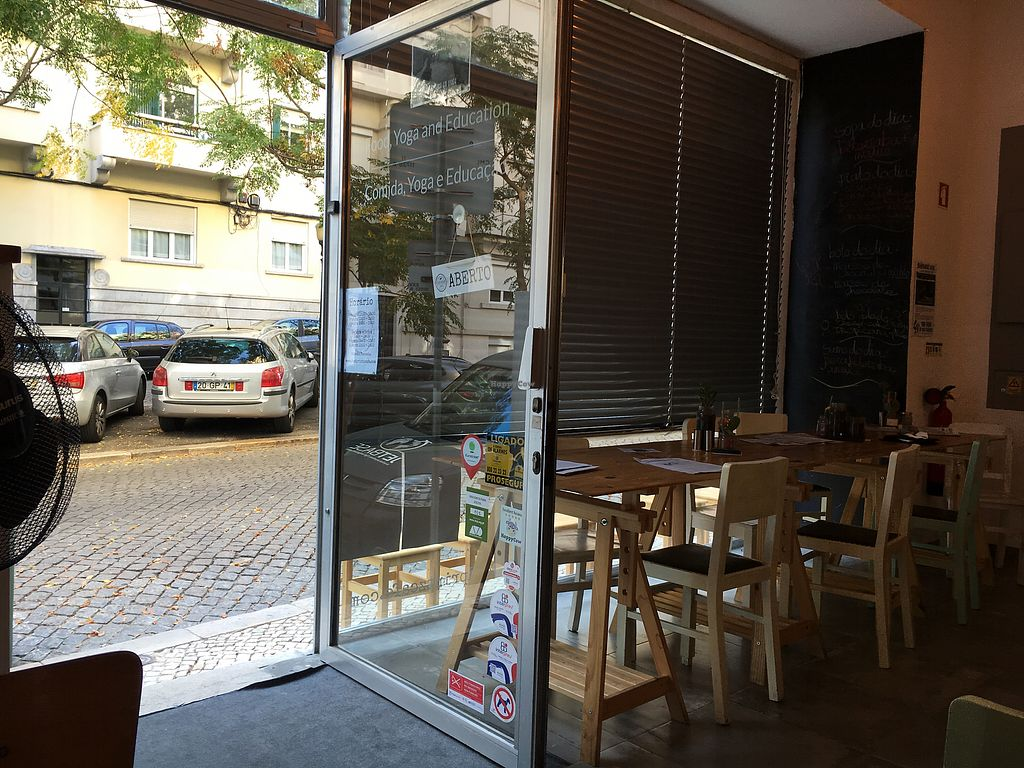 """Photo of Foodprintz Cafe  by <a href=""""/members/profile/hack_man"""">hack_man</a> <br/>Window seating  <br/> September 8, 2017  - <a href='/contact/abuse/image/81313/302100'>Report</a>"""