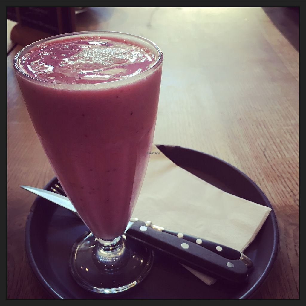"""Photo of Aran  by <a href=""""/members/profile/vegancookie243"""">vegancookie243</a> <br/>the milkshake can be made vegan, just ask for it with soy milk and choose one of the vegan ice creams <br/> July 31, 2017  - <a href='/contact/abuse/image/81421/287261'>Report</a>"""