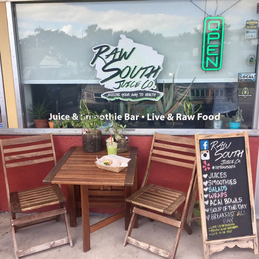 """Photo of Raw South Juice Co.  by <a href=""""/members/profile/Timanemone"""">Timanemone</a> <br/>Nice outside seating area.  <br/> December 3, 2016  - <a href='/contact/abuse/image/81455/196964'>Report</a>"""