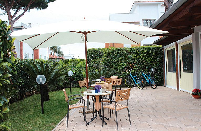 """Photo of Albergo Neapolis  by <a href=""""/members/profile/Andr%C3%A9As1"""">AndréAs1</a> <br/>Garden <br/> October 16, 2016  - <a href='/contact/abuse/image/81505/182356'>Report</a>"""