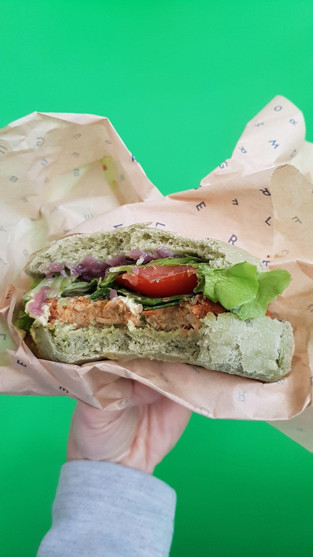 """Photo of Flower Burger  by <a href=""""/members/profile/SimonettaPieroni"""">SimonettaPieroni</a> <br/>Spettacolare questo burger tutto in verde...come la speranza che sempre più persone scelgano un menù cruelty free e veramente sano. E verde...tanto verde...come l'invidia di chi vorrebbe fermare questa golosa rivoluzione d'amore per il pianeta. Peggio per loro! <br/> February 28, 2018  - <a href='/contact/abuse/image/81758/365037'>Report</a>"""