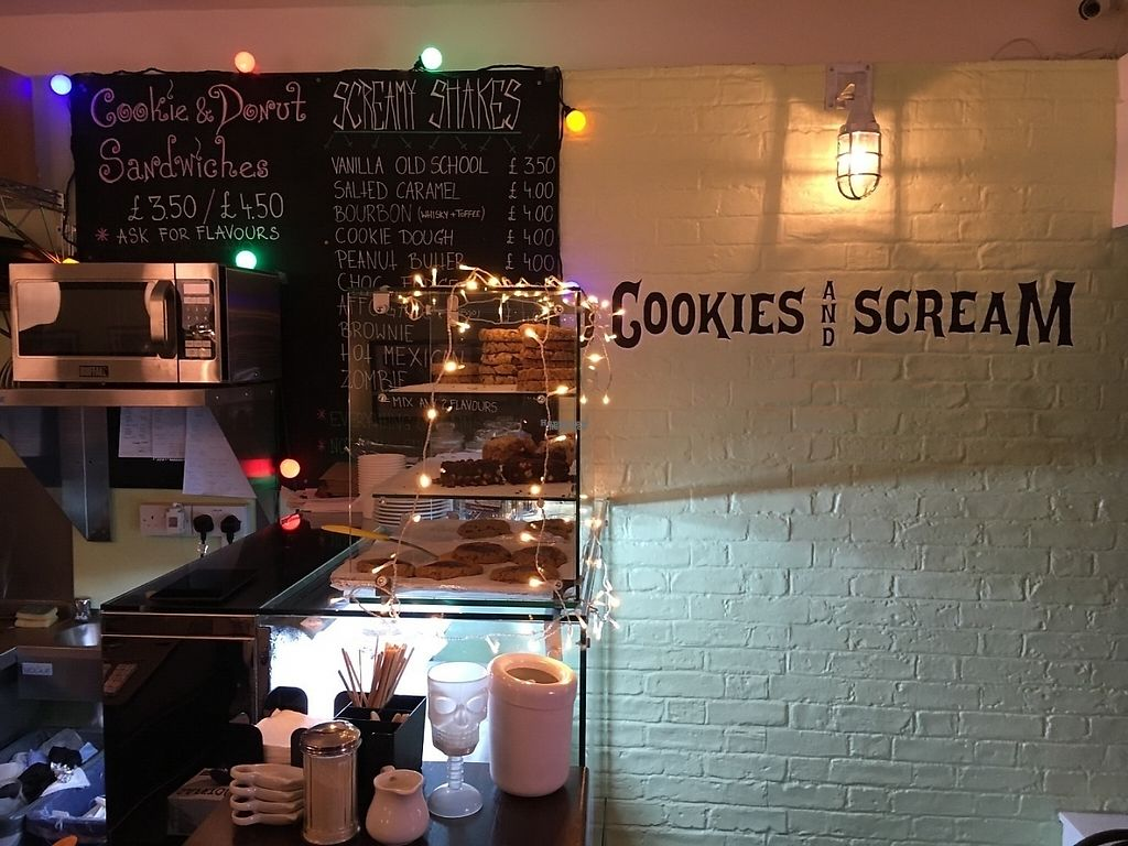 "Photo of Cookies and Scream - Drayton Park  by <a href=""/members/profile/hack_man"">hack_man</a> <br/>Inside  <br/> December 10, 2016  - <a href='/contact/abuse/image/81796/199127'>Report</a>"
