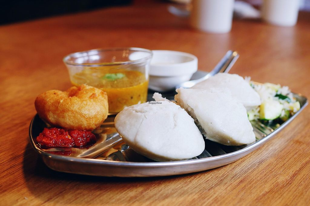 "Photo of yama-shoku-on  by <a href=""/members/profile/YukiLim"">YukiLim</a> <br/>Idli set with three idlis (fermented black lentil rice cakes). sambar (lentil stew), coconut chutney, vada (savory fried donuts) with chili sauce, shredded coconuts and zucchini.  <br/> July 22, 2017  - <a href='/contact/abuse/image/82095/283268'>Report</a>"