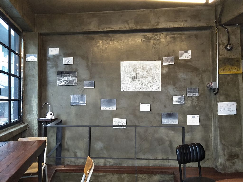 """Photo of Unknown Coffee - 언노운커피  by <a href=""""/members/profile/MichaelRobinson"""">MichaelRobinson</a> <br/>Nice industrial interior with art show <br/> March 25, 2018  - <a href='/contact/abuse/image/82116/375787'>Report</a>"""