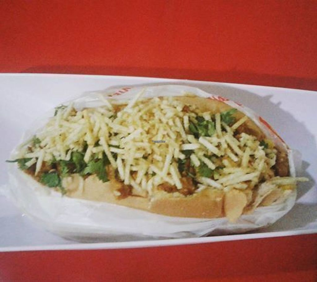 "Photo of CLOSED: Hot Dog do Samuray  by <a href=""/members/profile/itsumiyo"" class=""title__title"">itsumiyo</a> <br/>Vegan hot dog from Hot Dog do Samuray <br/> March 14, 2017  - <a href='/contact/abuse/image/82230/236102'>Report</a>"
