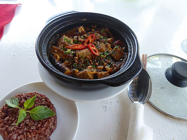 """Photo of P&B Restaurant  by <a href=""""/members/profile/lucyreadman"""">lucyreadman</a> <br/>Eggplant and Tofu Claypot <br/> August 18, 2017  - <a href='/contact/abuse/image/82237/293804'>Report</a>"""