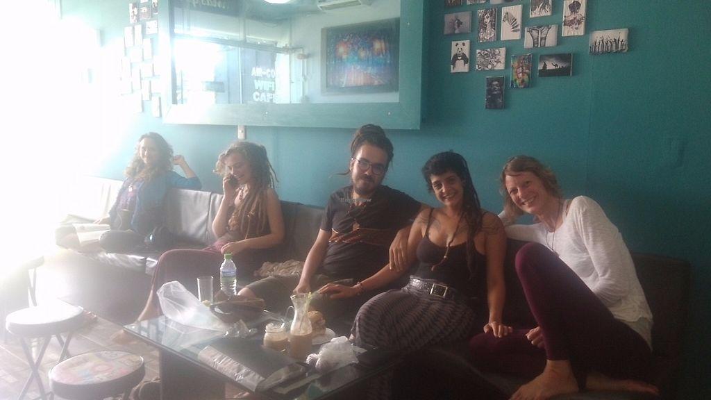 """Photo of Cafe Elixir  by <a href=""""/members/profile/CayoCuisote"""">CayoCuisote</a> <br/>Jyl y sus amigos disfrutando de falafel y batidos :) <br/> May 18, 2017  - <a href='/contact/abuse/image/82259/259973'>Report</a>"""