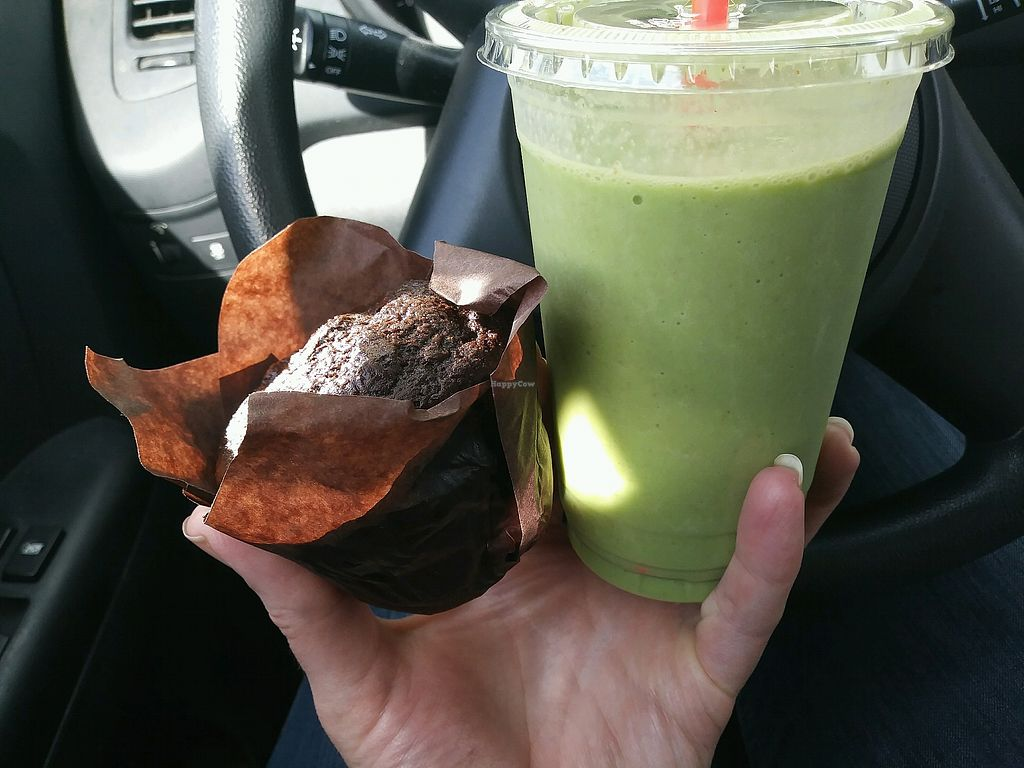 """Photo of Fuelrz  by <a href=""""/members/profile/Cpronovost"""">Cpronovost</a> <br/>Vegan no oil, GF muffin and green smoothie-delicious and super healthy! <br/> May 7, 2018  - <a href='/contact/abuse/image/82278/396666'>Report</a>"""