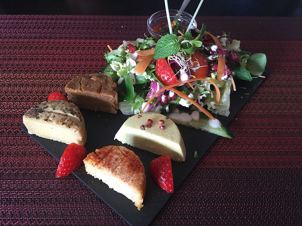 """Photo of Arvore do Mundo  by <a href=""""/members/profile/mK_vegan"""">mK_vegan</a> <br/>The incredible vegan cheese platter ❤️ <br/> February 12, 2018  - <a href='/contact/abuse/image/82312/358501'>Report</a>"""