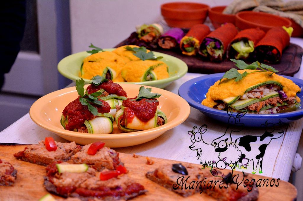 """Photo of Manjares Veganos  by <a href=""""/members/profile/madjennsy"""">madjennsy</a> <br/>Raw Vegan Meals <br/> November 7, 2016  - <a href='/contact/abuse/image/82386/187080'>Report</a>"""