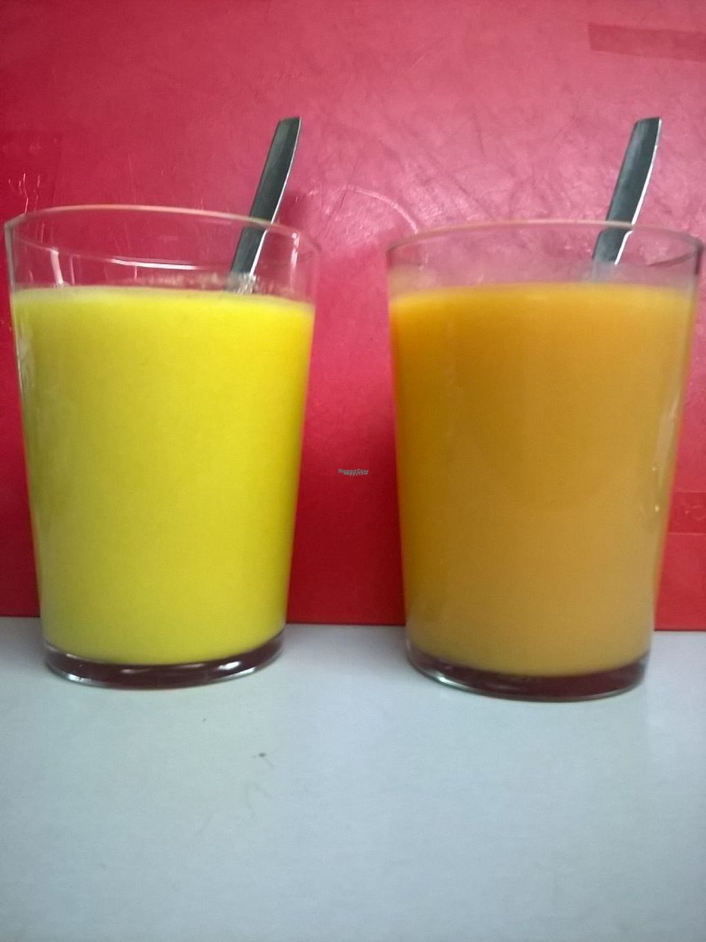 Photo of La Oficina  by zisbea <br/>Fresh natural fruits juice. These are pineapple with ginger and lime; melon, strawberry, apple and lime.... you choose <br/> November 6, 2016  - <a href='/contact/abuse/image/82432/186913'>Report</a>