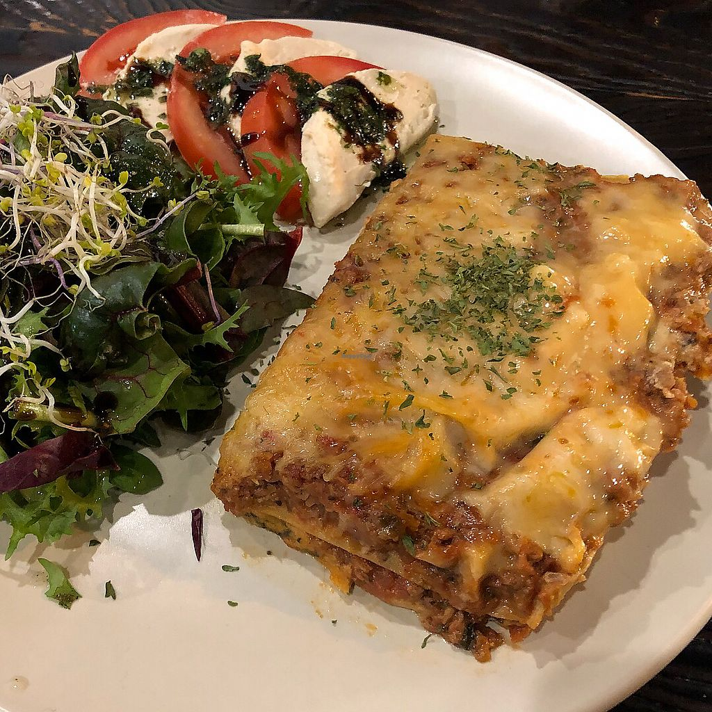 "Photo of Vegetus - 베제투스  by <a href=""/members/profile/Knauji82"">Knauji82</a> <br/>New years dinner Lasagne  <br/> January 2, 2018  - <a href='/contact/abuse/image/82440/341888'>Report</a>"
