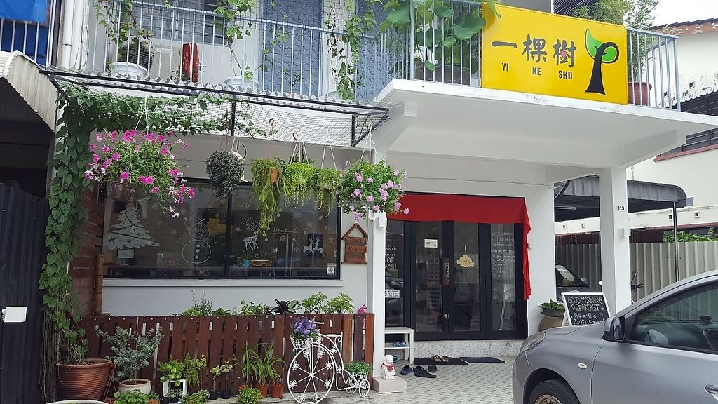 "Photo of Yi Ke Shu - Tanjung Bungah  by <a href=""/members/profile/ThatVeganCouple"">ThatVeganCouple</a> <br/>The bright new restaurant front <br/> December 4, 2016  - <a href='/contact/abuse/image/82482/197161'>Report</a>"