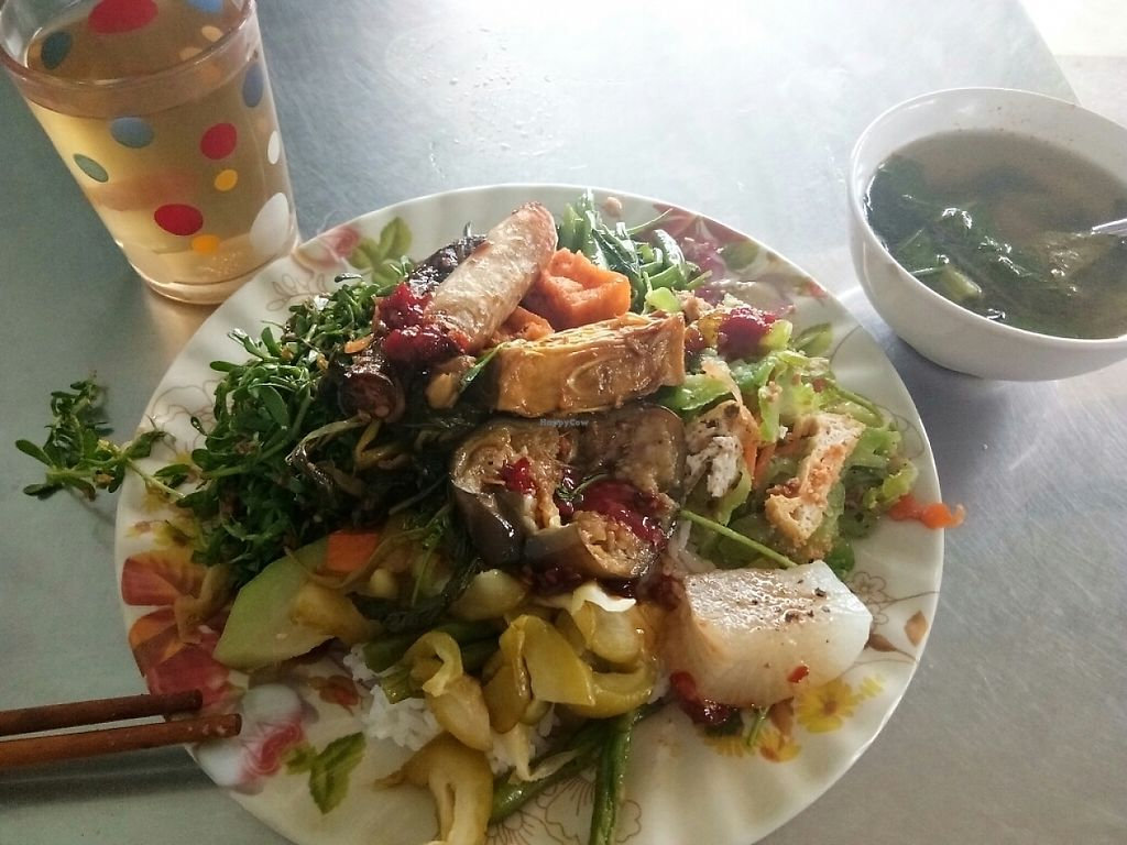 """Photo of Thanh Tinh  by <a href=""""/members/profile/KevinMizen"""">KevinMizen</a> <br/>The rice dish and free tea <br/> May 17, 2017  - <a href='/contact/abuse/image/82577/259482'>Report</a>"""