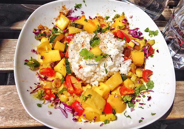 """Photo of Cafe Vert  by <a href=""""/members/profile/Teaffanys"""">Teaffanys</a> <br/>assiette indienne du Mardi: curry coco-mangue  <br/> June 17, 2017  - <a href='/contact/abuse/image/82634/270053'>Report</a>"""