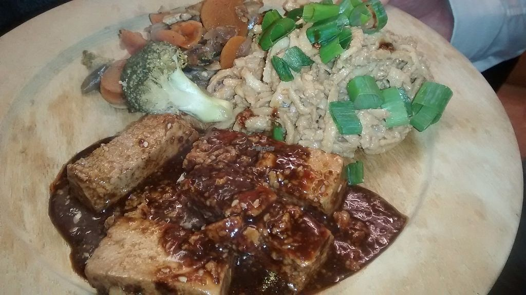 "Photo of Vegan People's Kitchen  by <a href=""/members/profile/TrixieFirecracker"">TrixieFirecracker</a> <br/>Tofu with veg and noodles <br/> April 28, 2017  - <a href='/contact/abuse/image/82643/253564'>Report</a>"