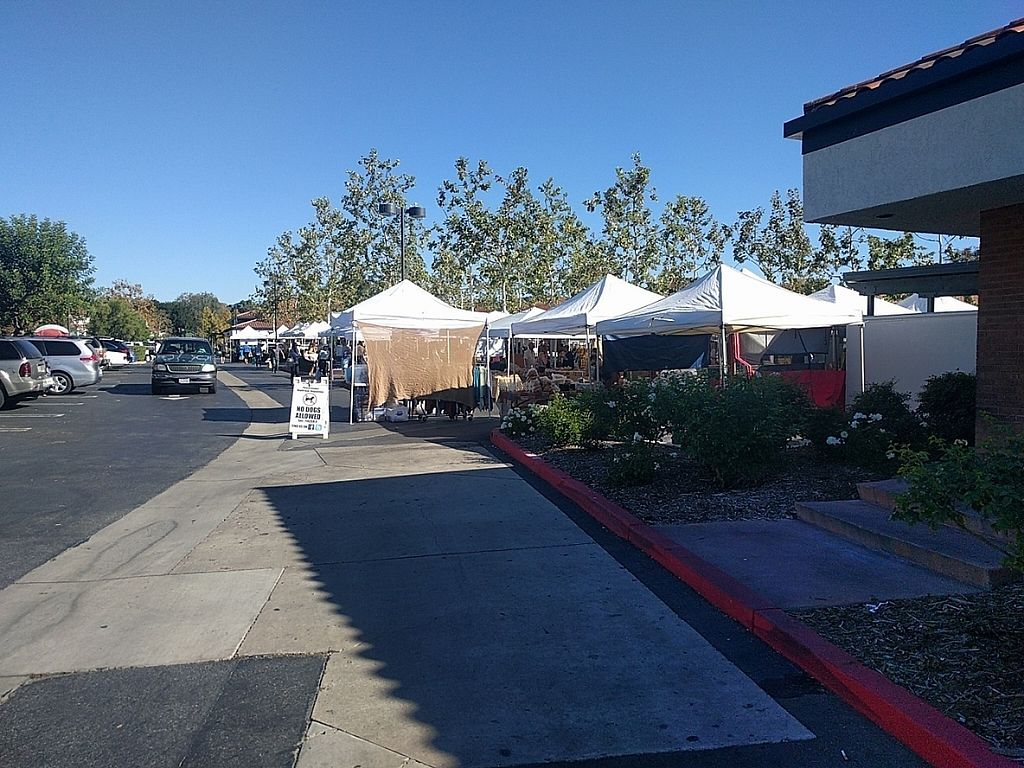 """Photo of Westlake Village Farmers Market  by <a href=""""/members/profile/MatthewVBogusz"""">MatthewVBogusz</a> <br/>View from driving in and walking up <br/> November 15, 2016  - <a href='/contact/abuse/image/82786/190259'>Report</a>"""