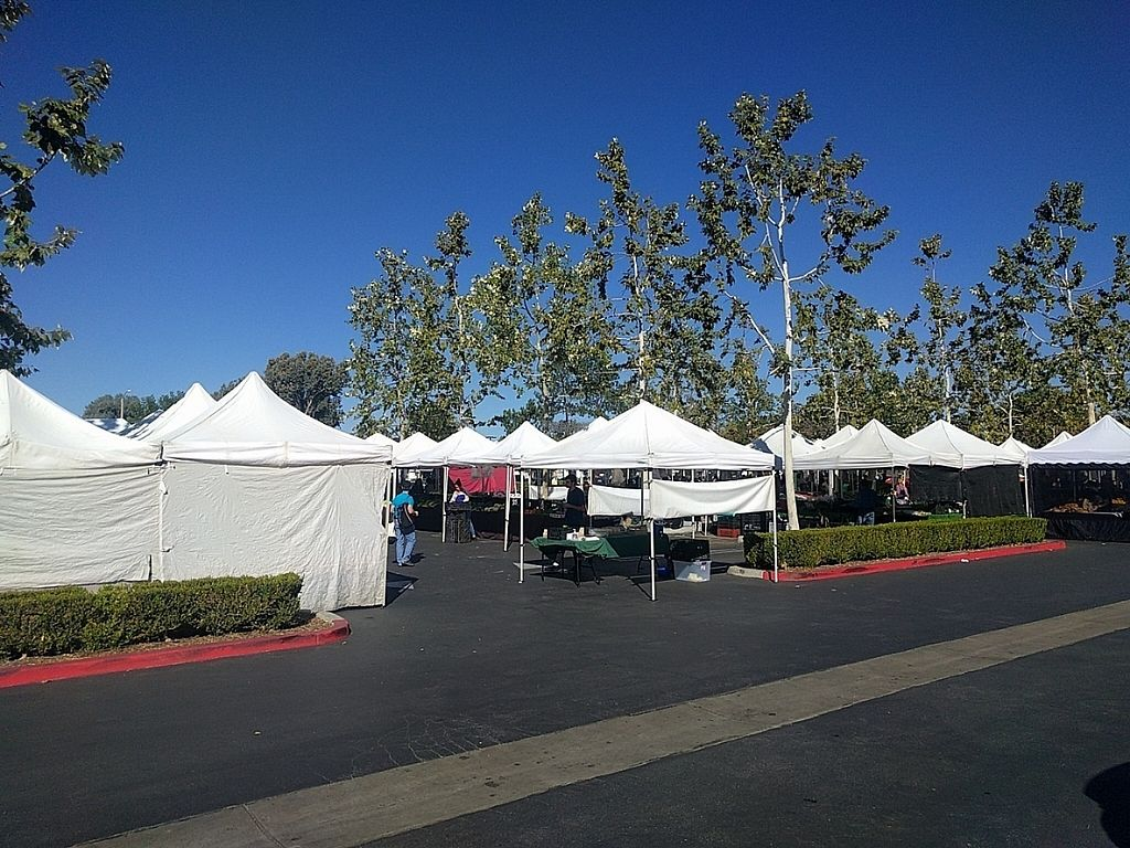 """Photo of Westlake Village Farmers Market  by <a href=""""/members/profile/MatthewVBogusz"""">MatthewVBogusz</a> <br/>Another view after getting to the other end <br/> November 15, 2016  - <a href='/contact/abuse/image/82786/190260'>Report</a>"""