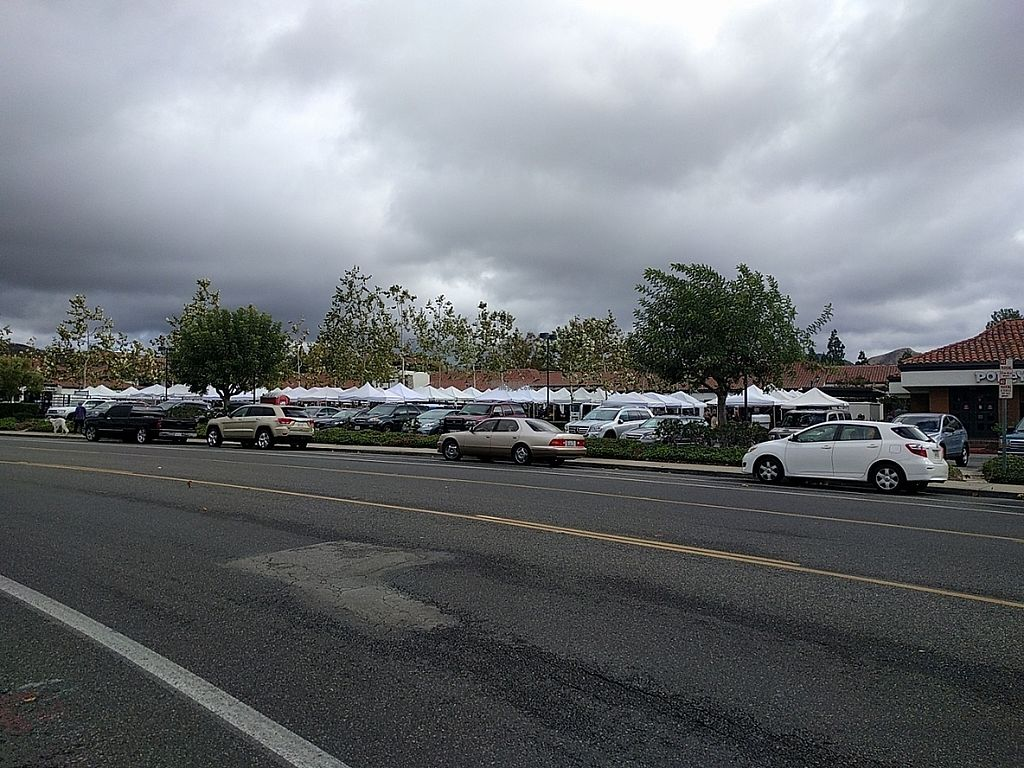 """Photo of Westlake Village Farmers Market  by <a href=""""/members/profile/MatthewVBogusz"""">MatthewVBogusz</a> <br/>View from the street Sun, Nov 27, 2016 <br/> November 27, 2016  - <a href='/contact/abuse/image/82786/195240'>Report</a>"""