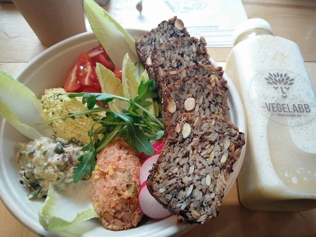 """Photo of Vegelabb  by <a href=""""/members/profile/martinicontomate"""">martinicontomate</a> <br/>breakfast and a smoothie <br/> January 14, 2017  - <a href='/contact/abuse/image/82804/211871'>Report</a>"""