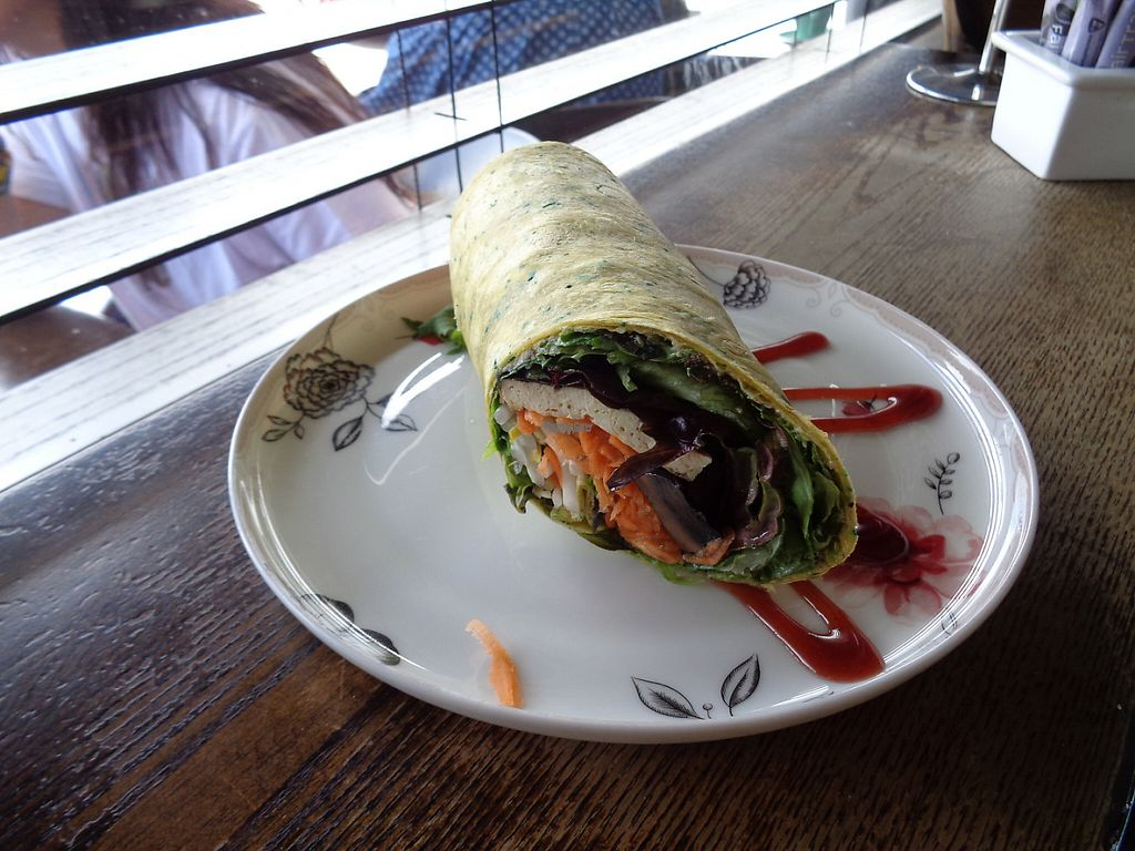 "Photo of Grindz Cafe  by <a href=""/members/profile/citizenInsane"">citizenInsane</a> <br/>vegan fresh wrap <br/> November 19, 2016  - <a href='/contact/abuse/image/82844/191954'>Report</a>"