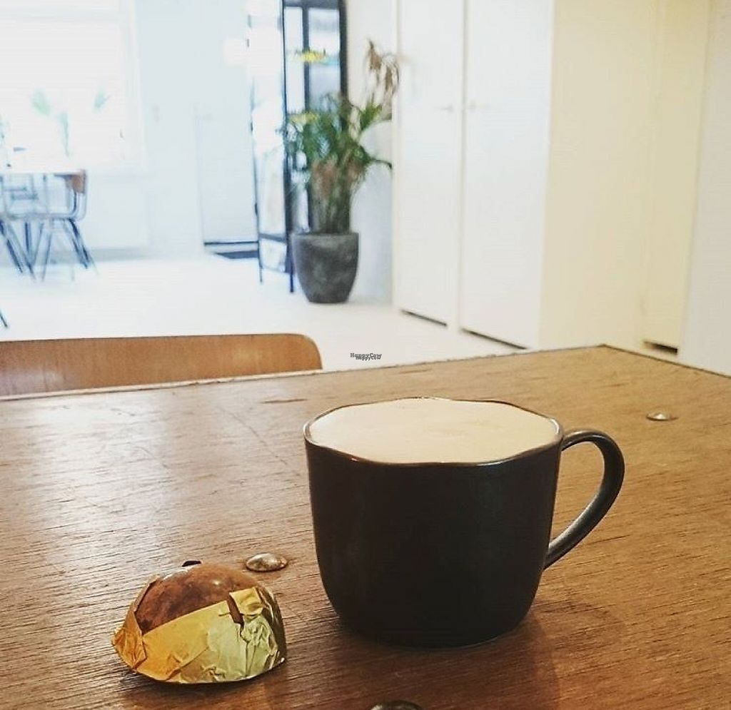 "Photo of Mumu  by <a href=""/members/profile/IJsbrand"">IJsbrand</a> <br/>Coffee and chocolate <br/> November 18, 2016  - <a href='/contact/abuse/image/82852/191861'>Report</a>"